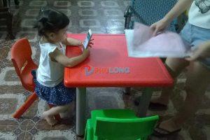 bàn nhựa cho bé (2)