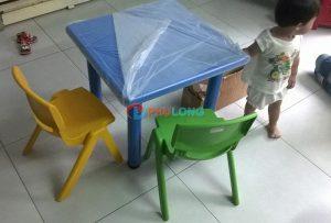 bộ bàn vuông cho bé (1)