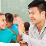 Mầm Non Trung Quốc: Sợ nam sinh ẻo lả, trường tuyển giáo viên nam