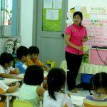 Thay bảo mẫu cho giáo viên mầm non
