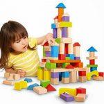 Đồ chơi bằng gỗ hay bằng nhựa tốt cho con bạn