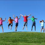 Chơi ngoài trời – chìa khóa để trẻ phát triển toàn diện