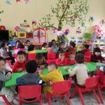 Cách chọn bàn ăn phù hợp cho trẻ mầm non
