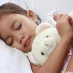 3 bí quyết giúp mẹ rèn cho bé thói quen ngủ riêng