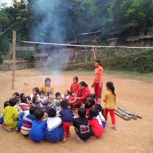 Hàng trăm trẻ vùng cao phải học trong giá rét
