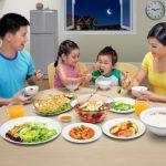 Thiết lập quy tắc bàn ăn cho bé mẹ nhẹ nhàng, con ăn ngoan