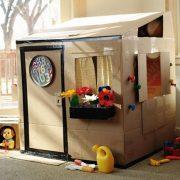 Làm nhà đồ chơi cho bé bằng bìa cát tông