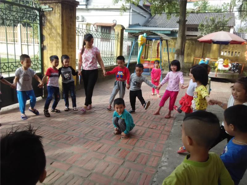 Tổ chức cho trẻ chơi trò chơi về đúng nhà 3